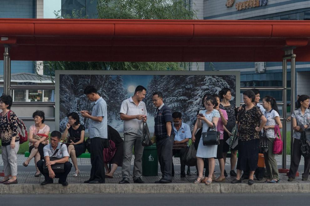 3. Магазин в в Пхеньяне. Пустых полок и очередей за колбасой не наблюдается.
