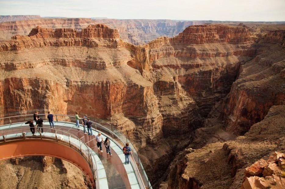 6. Гранд-Каньон и его «небесный мост»