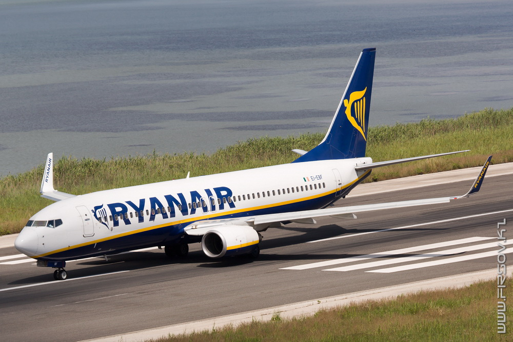 B-737_EI-EBF_RyanAir_1_CFU_resize.jpg