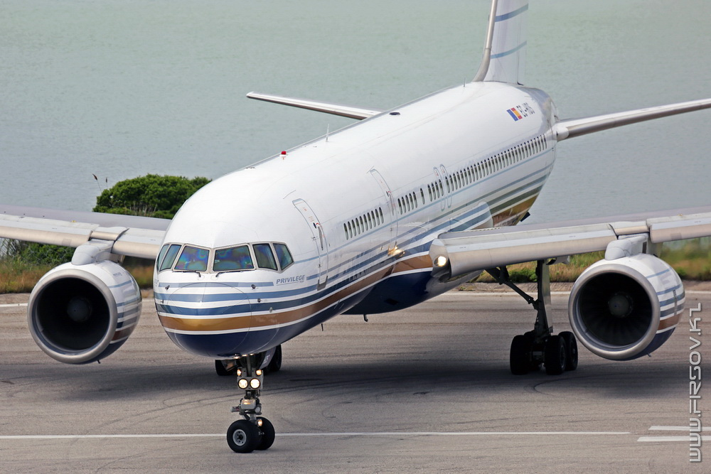 B-757_EC-HDS_Privilege_Style_3a_CFU_resize.jpg