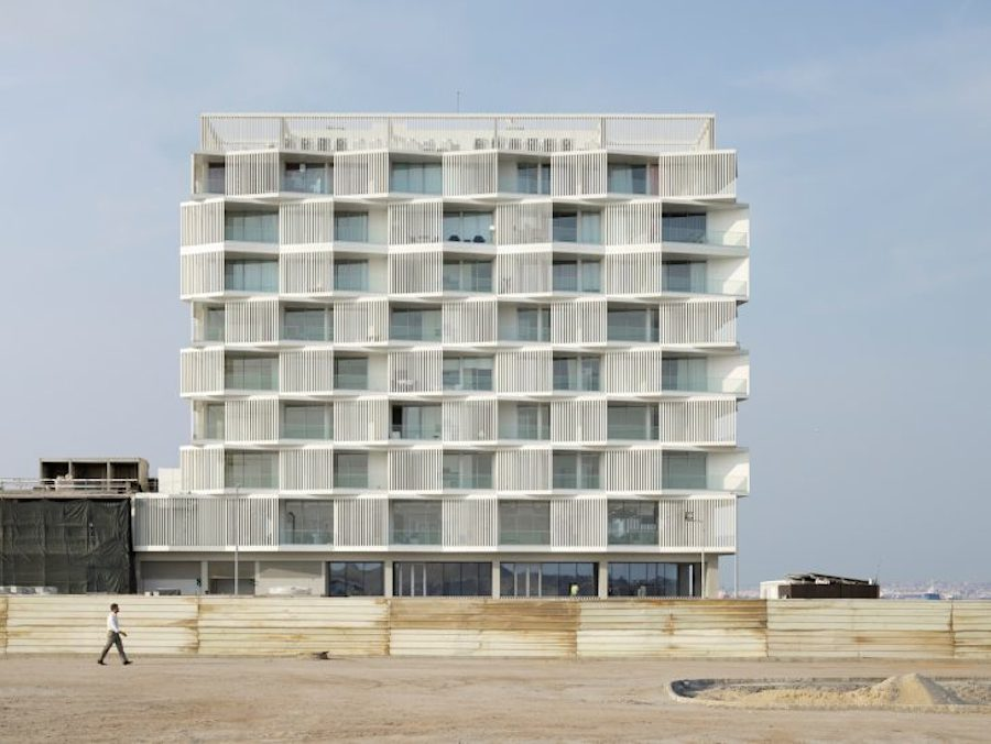 Splendid Architecture in Luanda (14 pics)