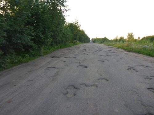 разбитый асфальт у Любытино на велогонке Тур Юнайт Tour Unite 1000 км