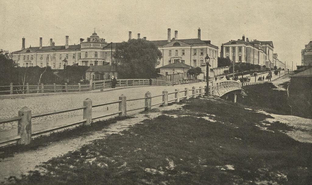103581 Общий вид здания Московского военного госпиталя.jpgГоспитальный мост 1907.jpg