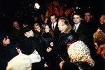 Губернатор Леонид Горбенко общается с народом возле собора.