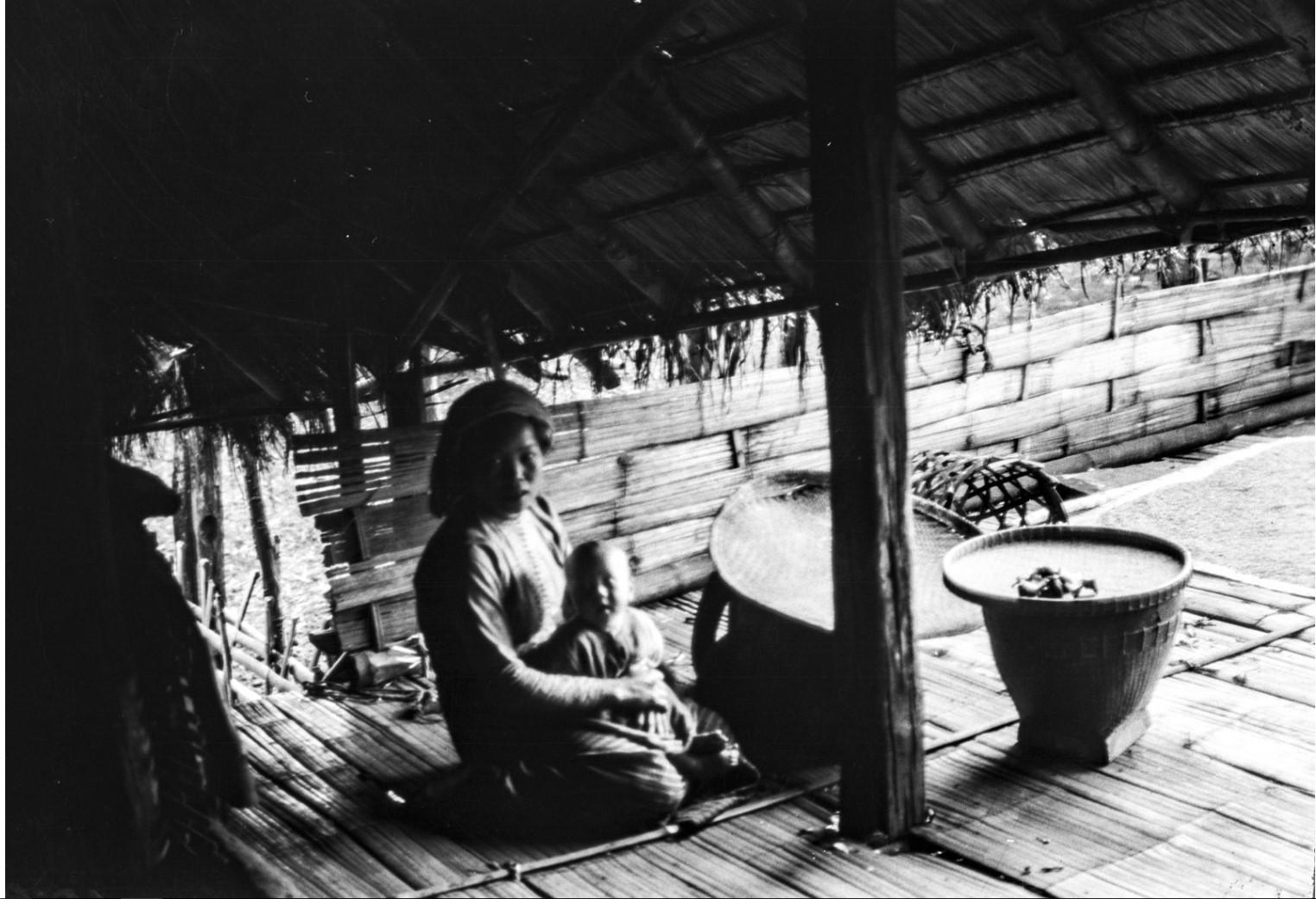 1065. Женщина с ребенком