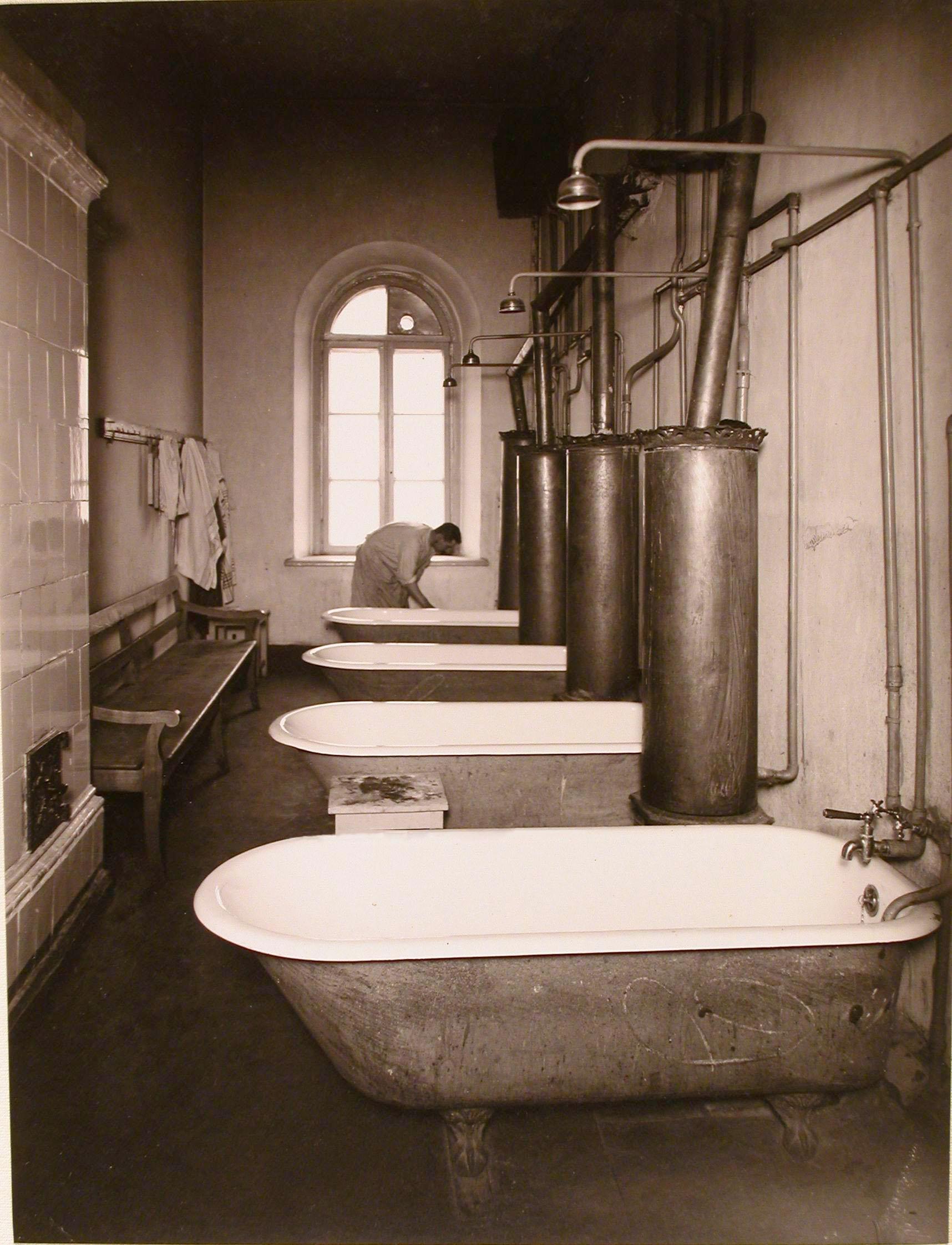 33. Общий вид ванной комнаты госпиталя №5