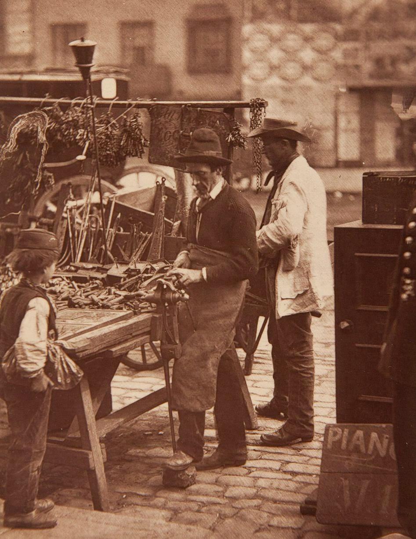 1877. Уличный слесарь