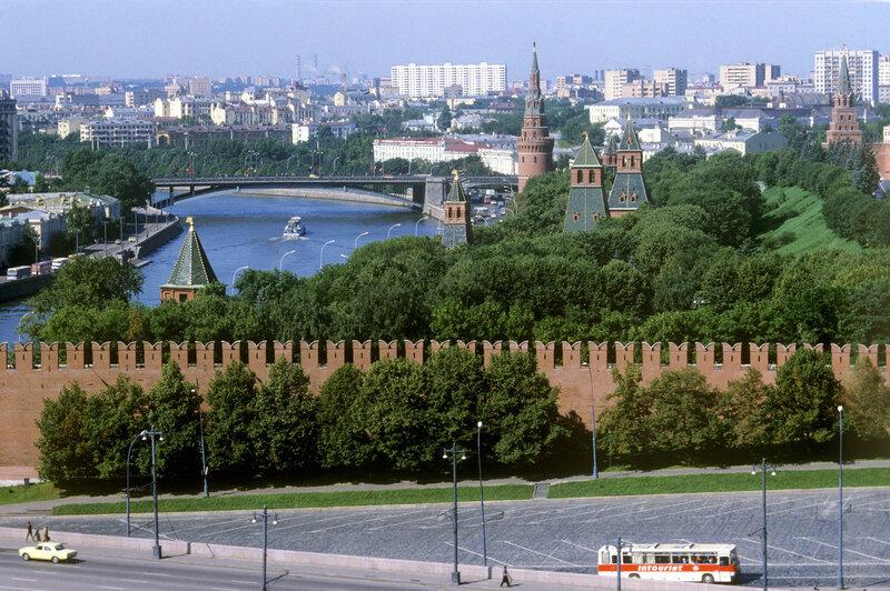 1983 Вид на Москву с гостиницы Россия. Валерий Шустов, РИА.jpg