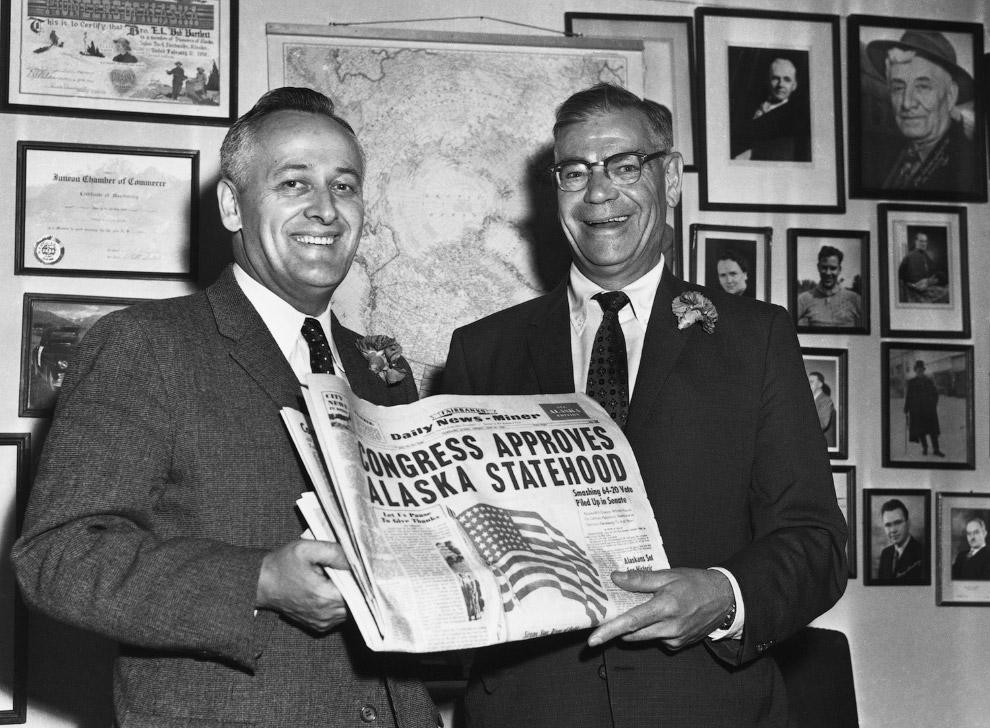 13. Центр города Анкориджа, 12 июня 1960. Ждут прибытие президента Эйзенхауэра.