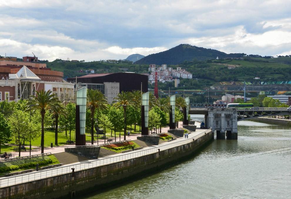 34. На последок посмотрим на здание музея современного искусства Соломона Гуггенхейма в Бильбао