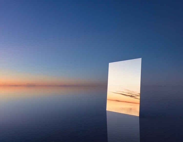 Фотограф постигает бесконечность, отражая в зеркалах бескрайние просторы (11 фото)