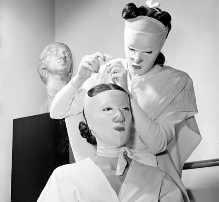 Хелена Рубинштейн была владелицей сети косметических салонов по всей стране, что сделало ее одно