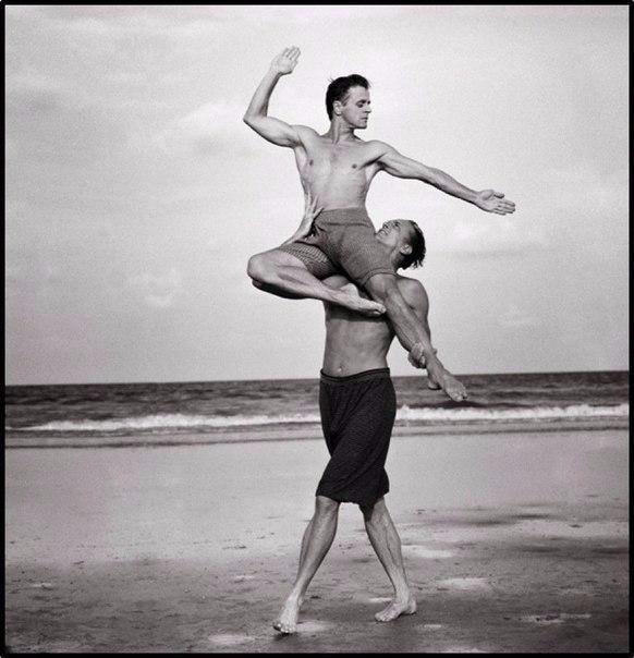 10 самых известных снимков знаменитостей, сделанных легендарным фотографом Энни Лейбовиц
