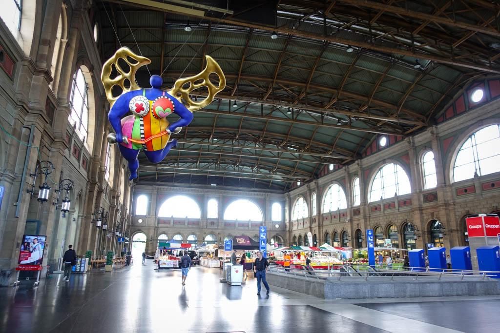 Давайте немного посмотрим на вокзалы и станции, ведь они тоже сильно влияют на общее ощущение от жел