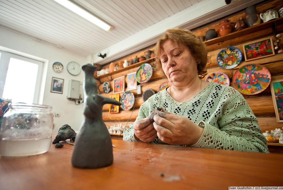 Глину до сих пор добывают в окрестностях Филимонова и Одоева. Каждая игрушка делается из одного куск