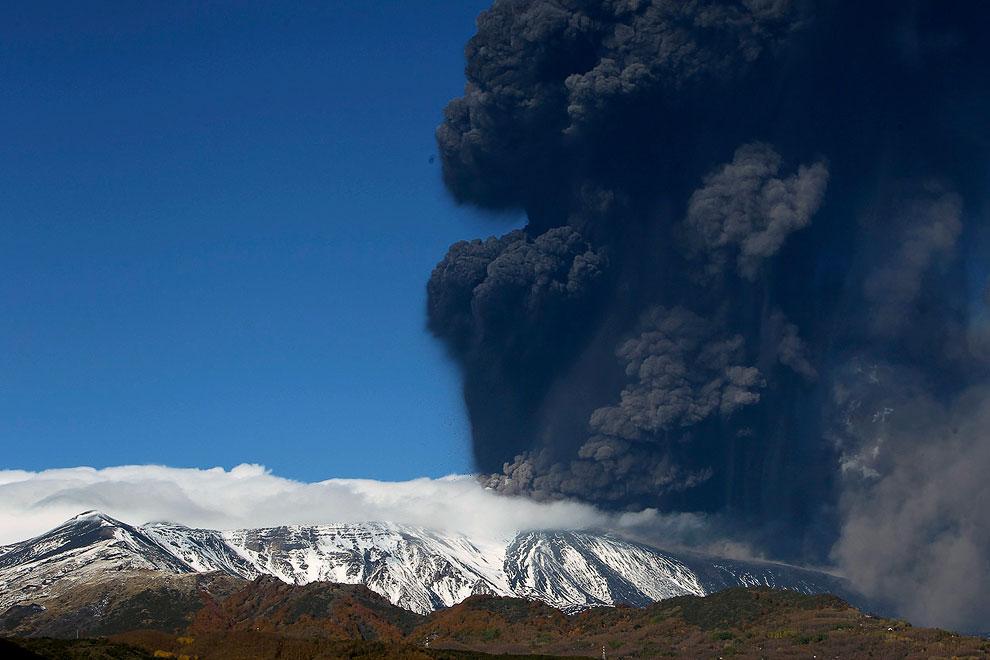 Извержение вулкана Энта, 17 ноября 2013. (Фоот Reuters | Antonio Parrinello):