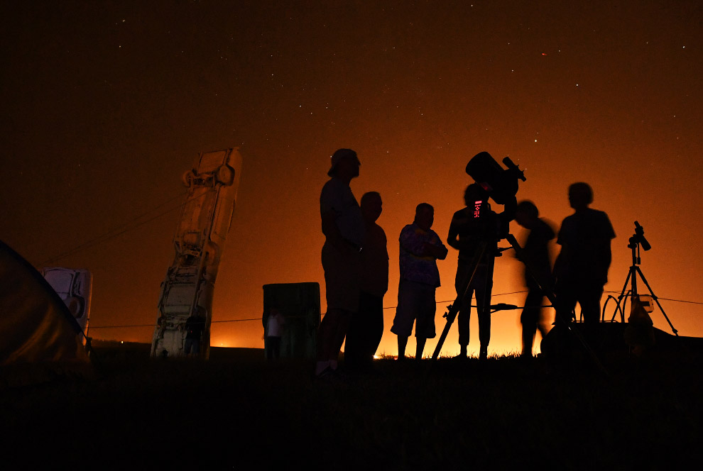 Желающих взглянуть на небо американцев ученые предупредили, что наблюдение за затмением невоору
