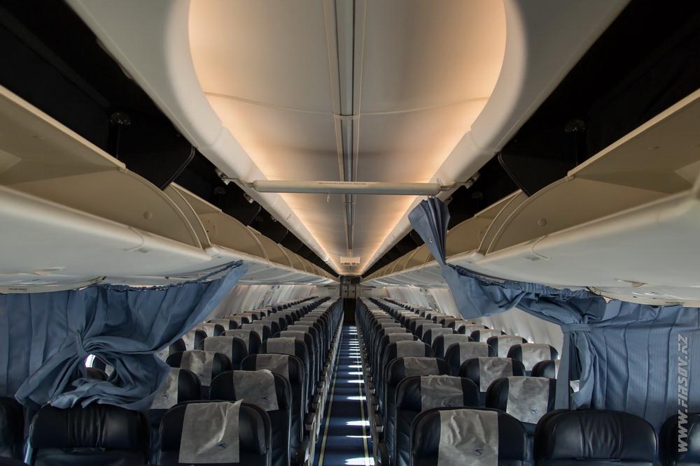 B-737_UR-PSJ_Ukraine_International_Airlines_11.JPG