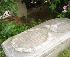 Восстановление могильной плиты жертвователя Воскресенского Царь-колокола