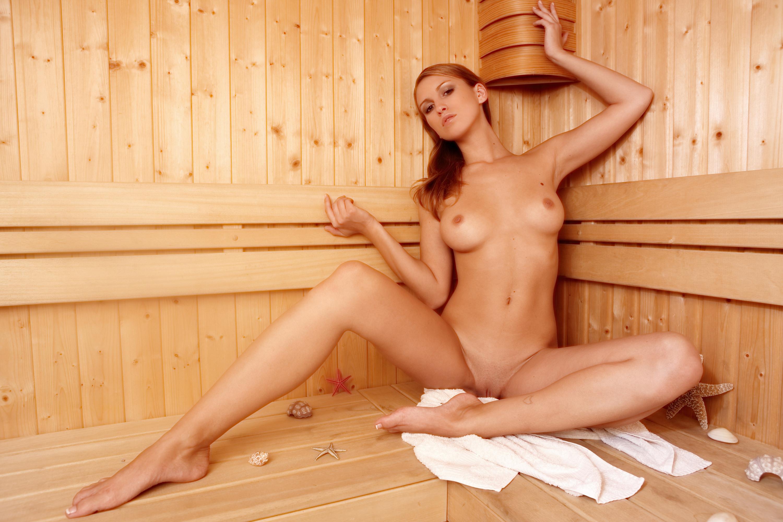 голые девушки в бане фото свалился вали кровать