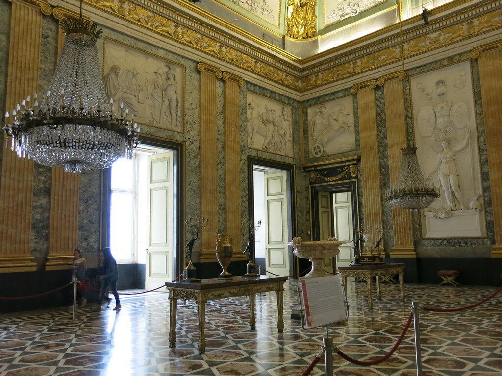 Caserta,_la_reggia_(18590889323).jpg