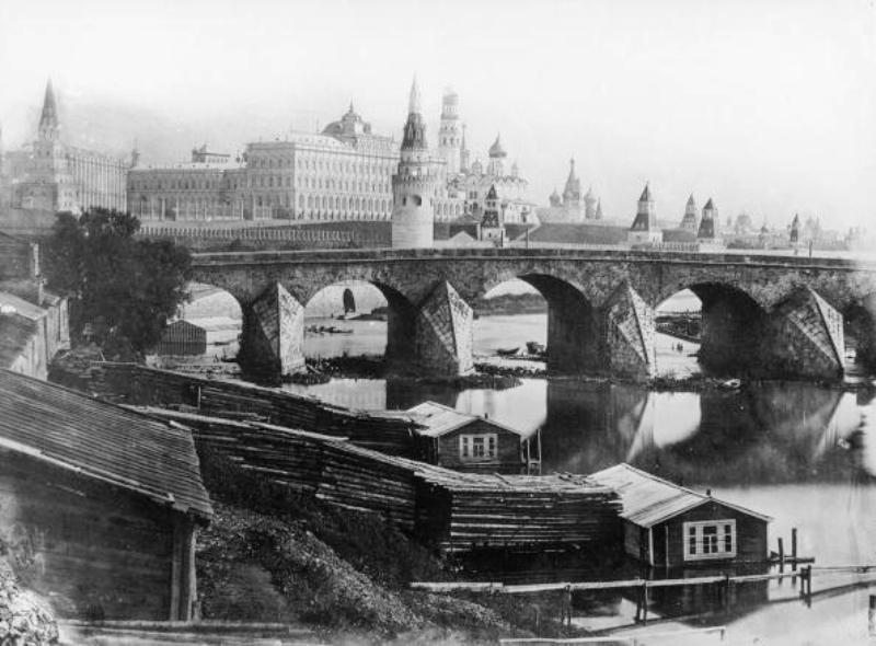 RUssIA - JANUARY 01:  The Great Stone Bridge in Moscow. Edified between 1687 and 1692 by Alten Filaret and was called the seventh wonder of the world. It?s name was maintained although  in the 19th century it was replaced by an iron construction. Moscow.