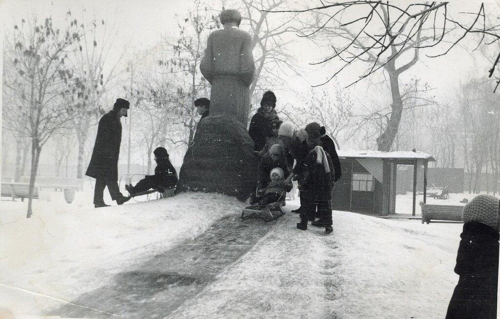 185045 Старый памятник Л.Н.Толстому 1972.jpg
