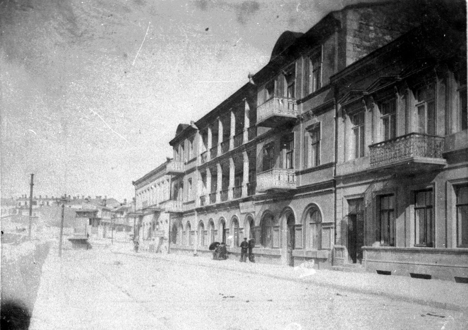 1920. Набережная Артиллерийской бухты. Меблированные комнаты Сергова