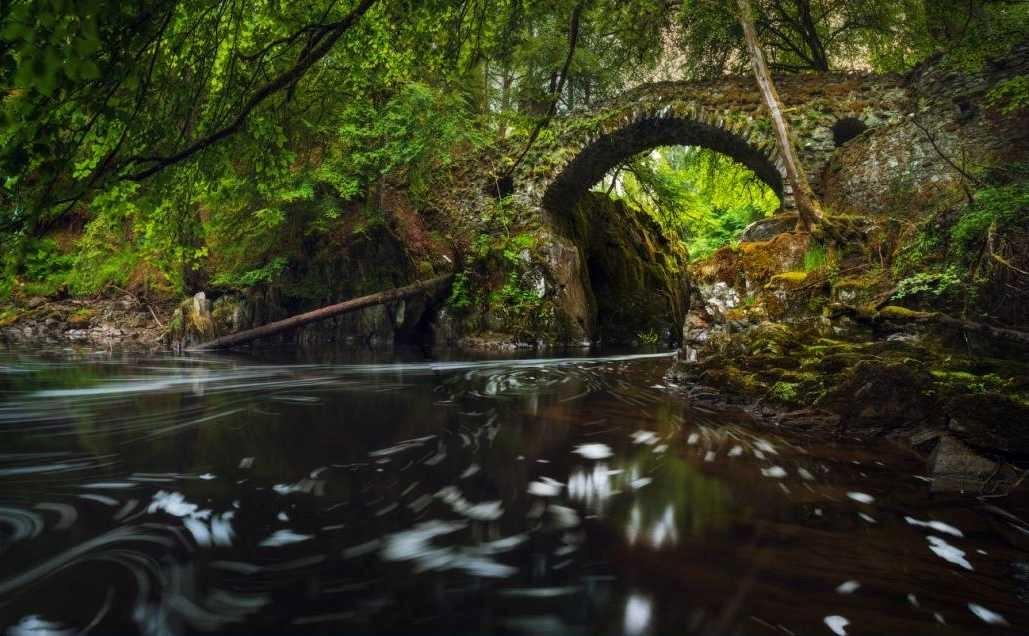 Старинный мостик через речку Бруар (Bruar)