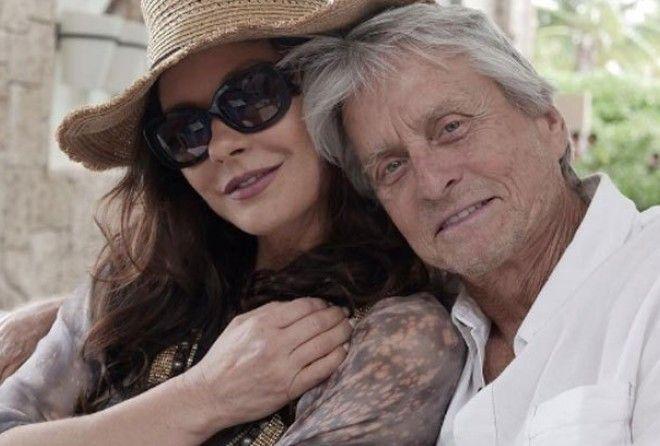 73-летний Дуглас и 48-летняя Зета-Джонс показали любовь на отдыхе