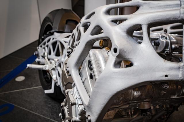 3Д-напечатанное шасси BMW S1000RR