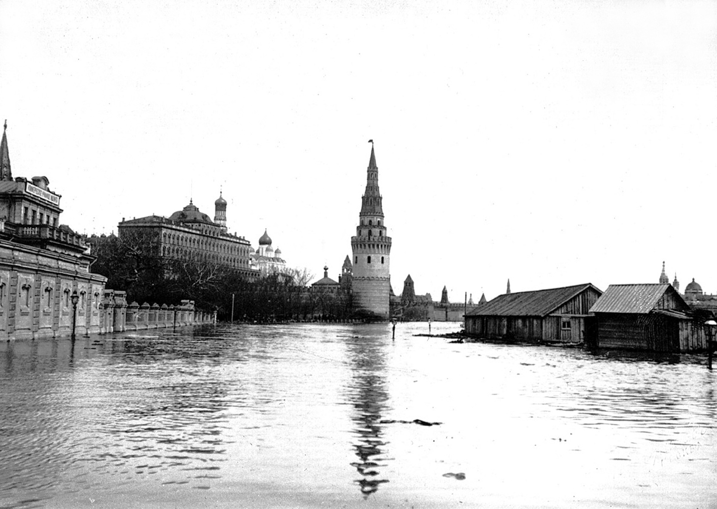 Вид на Кремль со старого Каменного моста. 1908