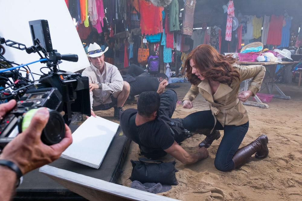 Captain America: Civil WarL to R: Scarlett Johansson (Black Widow) on set.Ph: Zade Rosenthal ©Marvel 2016