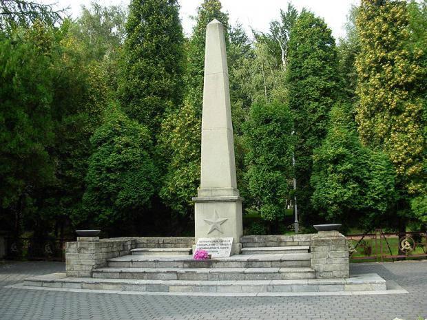 """В Польше решили снести памятники советским воинам: В России грозятся наказать """"вандалов"""""""