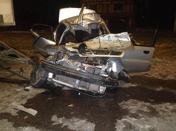 Легковушка врезалась в грузовик в Кривом Роге: двое человек погибли на месте, четверо - травмированы. ФОТО