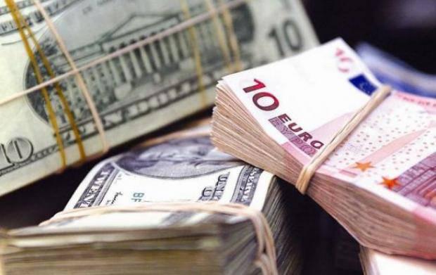 Или зарабатывают больше, жизнь в Украине дорожает: НБУ похвастался, что наши гастарбайтеры перечисляют домой больше валюты
