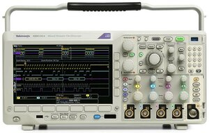 Цифровой осциллограф с анализатором спектра MDO3024 - вид спереди