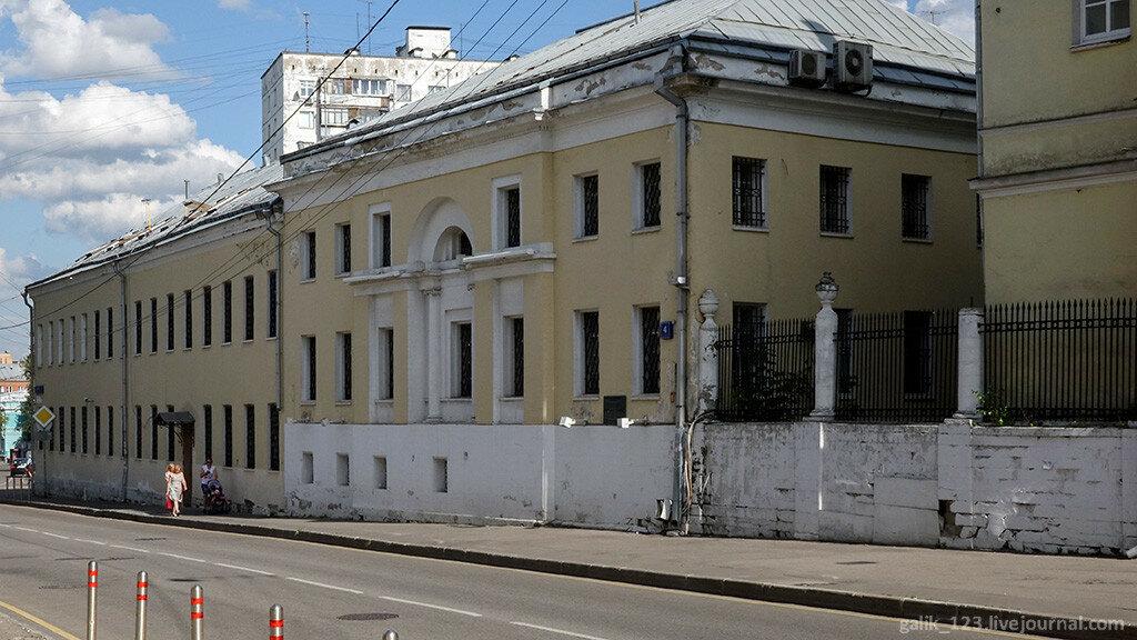 Пройтись по Гороховскому переулку