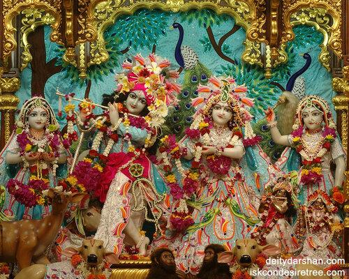 014 Sri Sri Radha-Gopinath  Lalita Vishakha 1280x1024