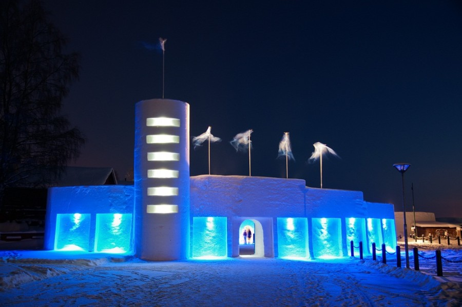 1. Snow Castle, Финляндия Этот ресторанчик, построенный из снега и льда и напоминающий жилище Снежно