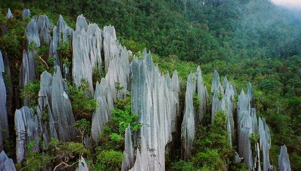 Гулу, удаленная горная деревушка в Китае, располагается в национальном парке, который со всех ст