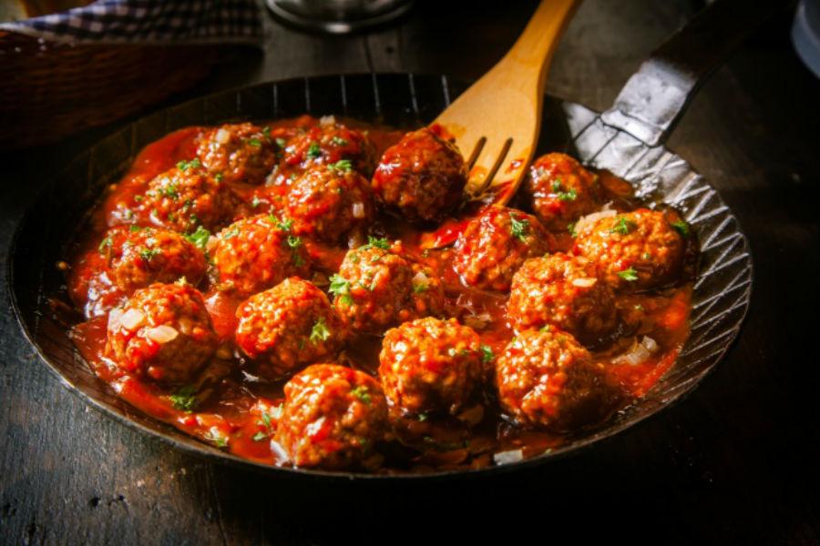 Буллет Ингредиенты: 400 г вареного мяса (говядины, курицы, свинины) 1 луковица 1 зубчик чеснока небо