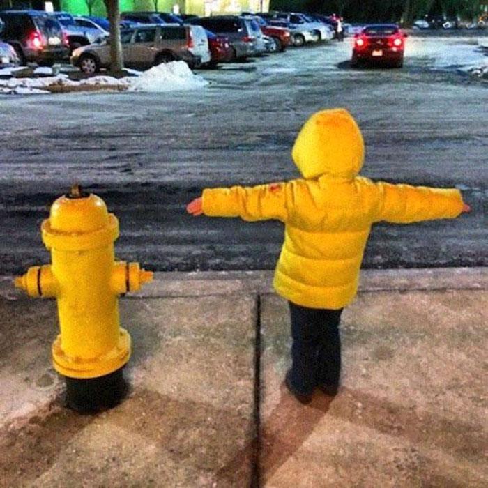 Мальчик или пожарный кран?