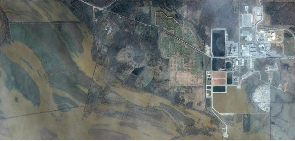 21. Электростанция в Нью-Арке после затопления. После катастрофы пришлось заниматься восстановлением