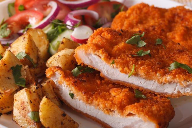 Ингредиенты: куриное филе— 1шт. куриное яйцо— 2шт. панировочные сухари несколько долек лимона со
