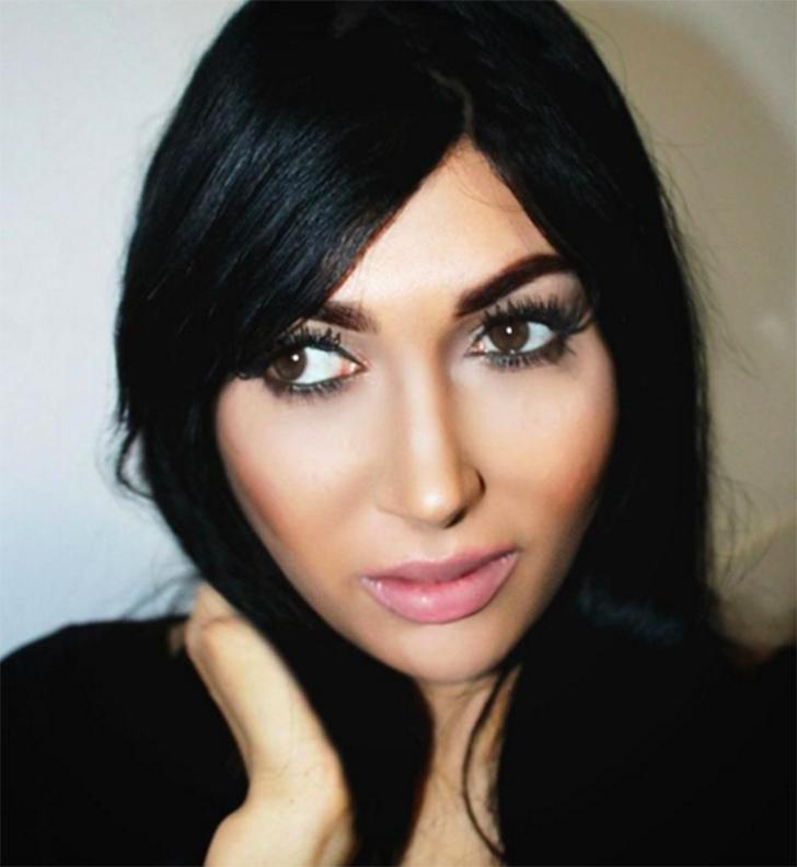В отличие от Камиллы Осман, Клэр не скрывает, что изменила внешность, чтобы стать похожей на Ким Кар
