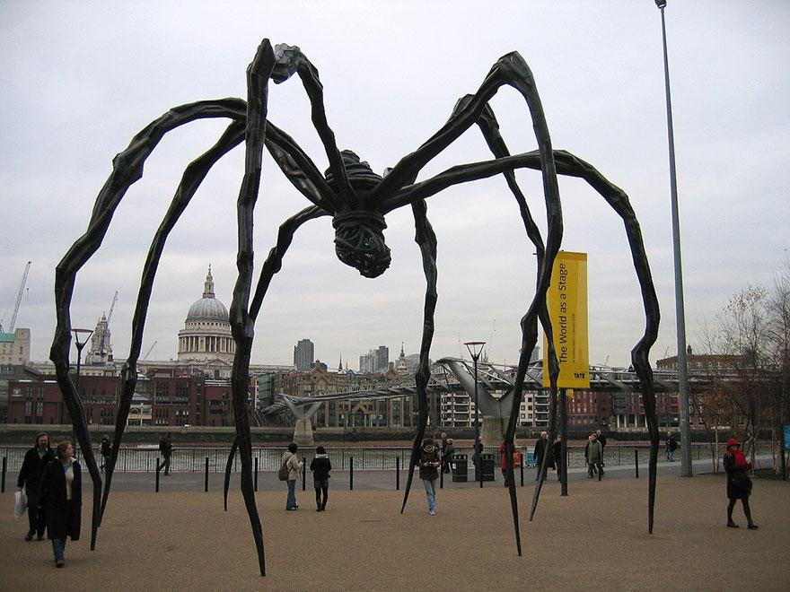 14. Маман (гигантский паук), Лондон, Великобритания Бронзовая скульптура гигантского паука находится