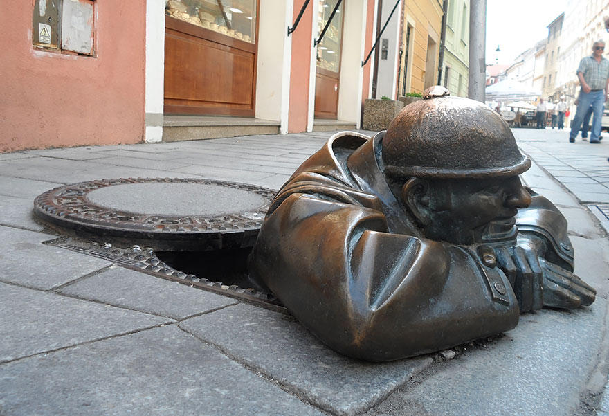 18. Наблюдатель, Братислава, Словакия На английском языке эта скульптура называется «Рабочий», однак