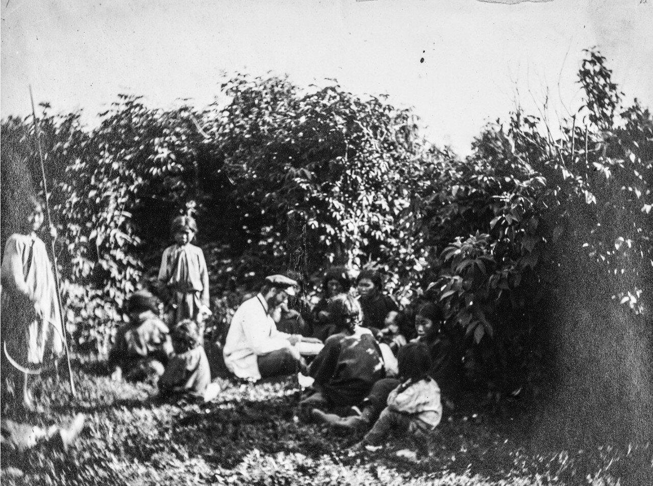Польский антрополог Бронислав Пилсудский (1866-1918) собирает нематериальное культурное наследие среди народа нивхов