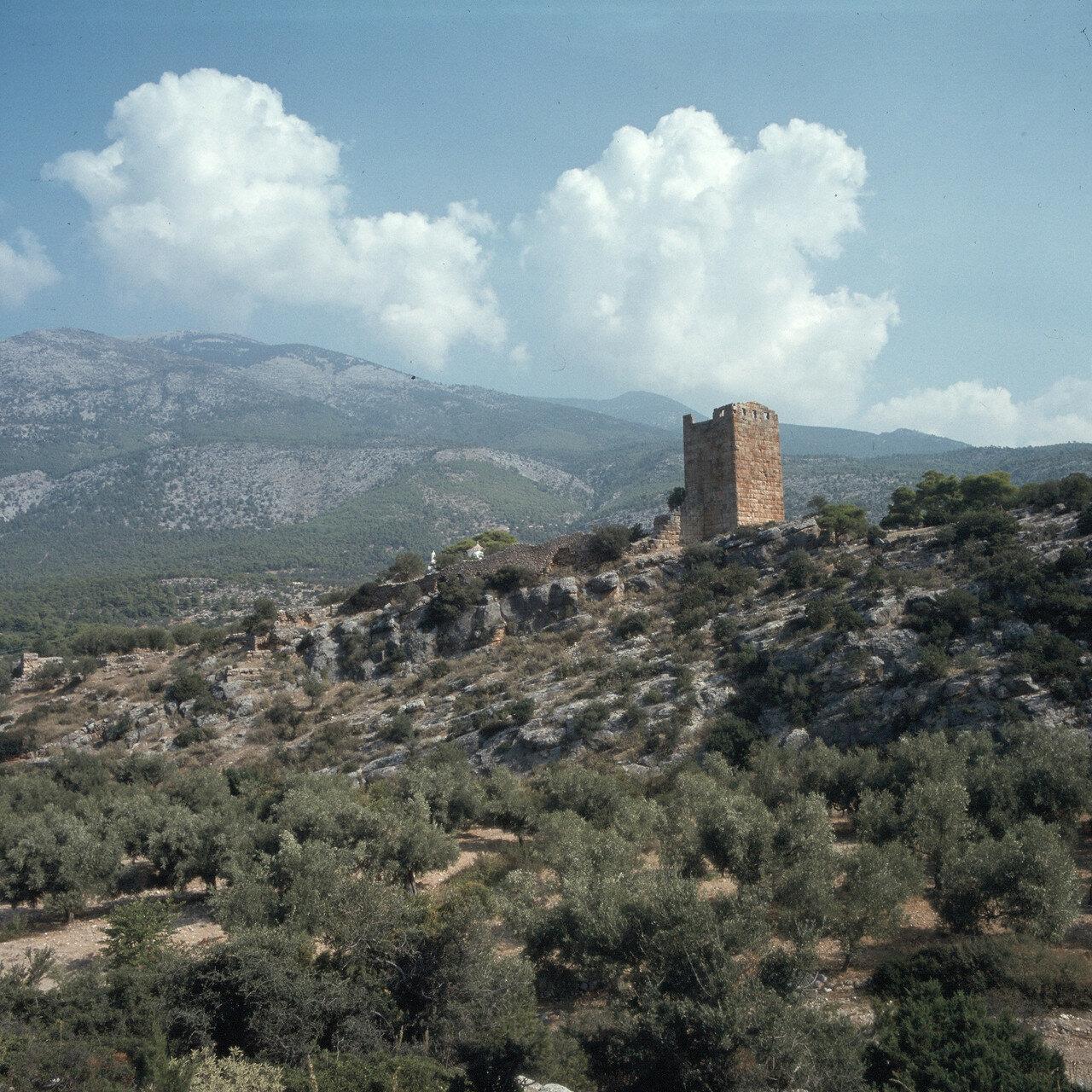 Порто Гермено. Эгосфены. Акрополь Эгосфен. Мегарская пограничная крепость IV-III вв. до н.э. На заднем плане горный хребет Китерон